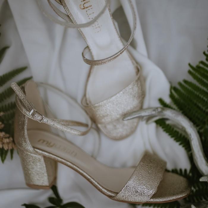 Sandałki Diamonds z fantazyjnym zapięciem Złote